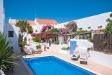 Charming Algarve B&B Accommodation with 9 Rooms